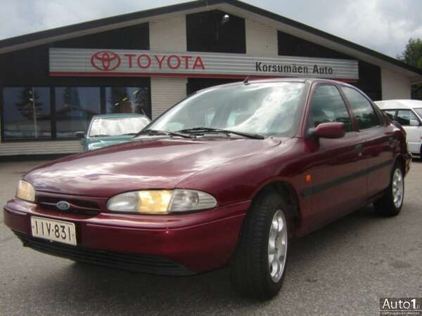 Ford Mondeo 1.8i GLX 5d